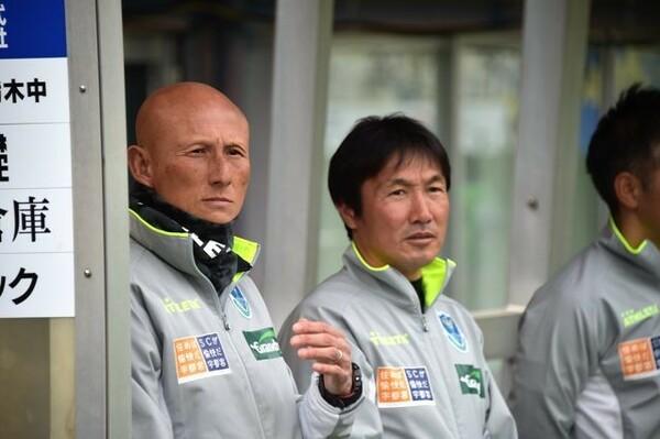 今季から栃木の指揮を執る田坂和昭監督(左)。クラブからは「縦へのスピードと判断の速さ」を求められている