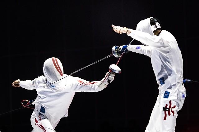 """見延(左)がプレーするフェンシングのエペは、心理戦が魅力の""""決闘""""だ"""