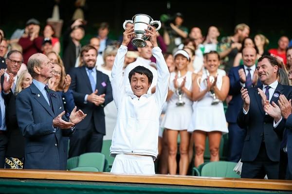 ウィンブルドン・ジュニア部門のシングルスで、日本男子初の優勝を飾った望月慎太郎。米国のIMGアカデミーで、テニスに必要な感覚やプレースタイルに磨きをかけている