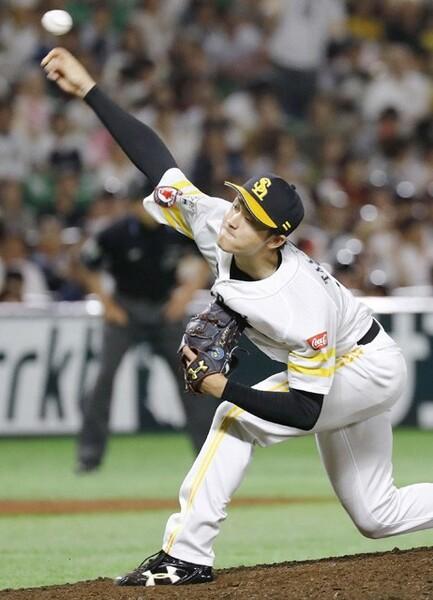 2015年ドラフト1位でソフトバンク入りした高橋純平。長らく一軍で活躍できなかったが、今季は勝利が近づく場面で登板するリリーフとして、貴重な戦力となっている