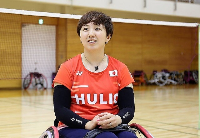 東京パラリンピックの車いすWH2クラスでメダルを目指す山崎悠麻に、パラバドミントンの魅力を聞いた