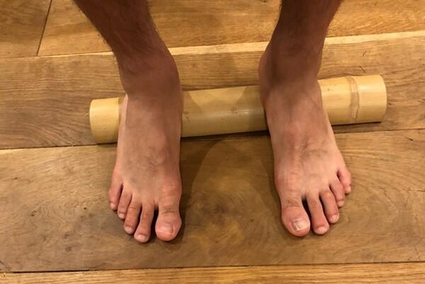 「足裏を見ればその人の健康状態が分かる」という憲剛は青竹踏みを愛用している