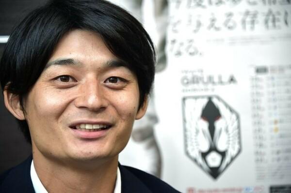 いわてグルージャ盛岡の宮野聡社長。プロを夢見た元サッカー少年は、コンサルファームからの出向で故郷に戻った