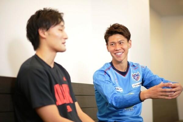 今回が初対面だった2人だが、橋本選手の人懐っこい性格もあり、会話は次第に盛り上がっていった