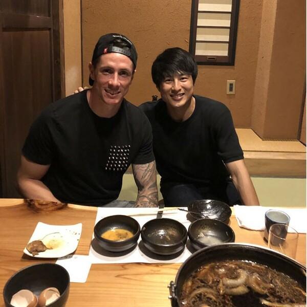 友情を育んだ加藤恒平とフェルナンド・トーレス。トーレスは焼き肉やすき焼きがお気に入りだという