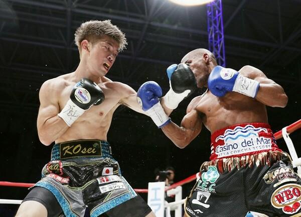 田中は挑戦者ゴンサレス(写真右)に苦戦を強いられながらも、最後は「パワー」のボクシングにシフトし、2度目の防衛を果たした