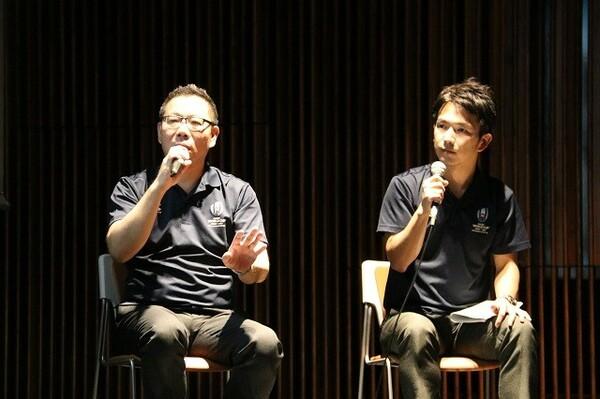 チケットの売り上げは好調で、「日本のラグビーファンが非常に熱い」ことが一因であると森重氏(写真左)は語った