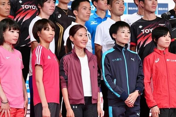 10人で争われる女子のレース。終盤勝負となれば、トラックの経験が豊富な松田瑞生(左端)、鈴木亜由子(右端)が有利だろう