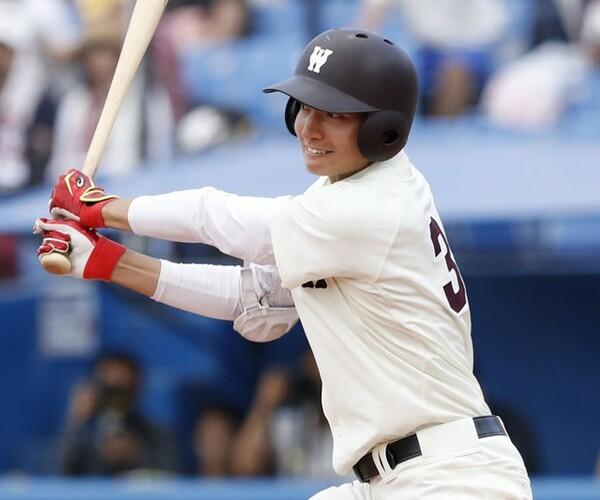 4番・主将として早稲田大をけん引する加藤。長打力に加え、高校・大学と主将を務めたリーダーシップも光る(写真は首位打者を獲得した大学2年春のもの)