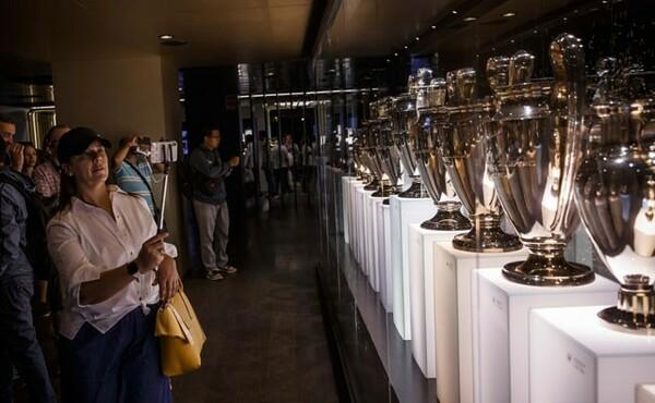 サンティアゴ・ベルナベウのスタジアムツアーは大盛況。スケールの大きさに圧倒された