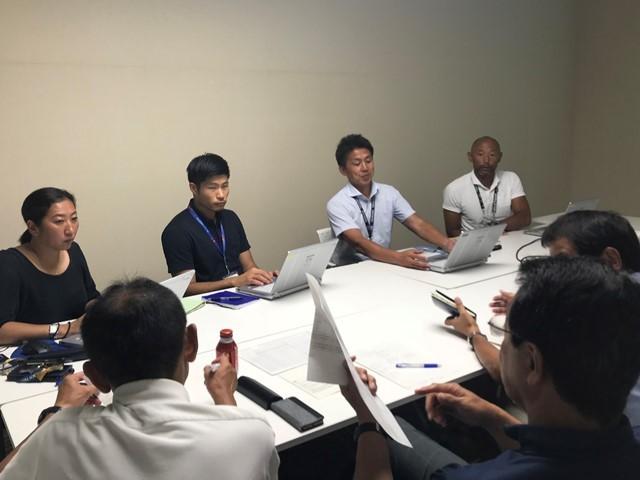 本大会に向けて、さまざまな会議に参加している藤野さん(奥の左から2人目)