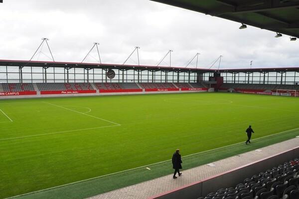 2017年に設立されたアカデミー施設「FCバイエルン・キャンプ」。2500人収容のスタジアムも備える