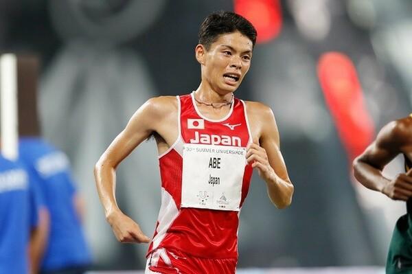 7月のユニバーシアード1万メートルで銀メダルを獲得した阿部。エースとしてチームをけん引する