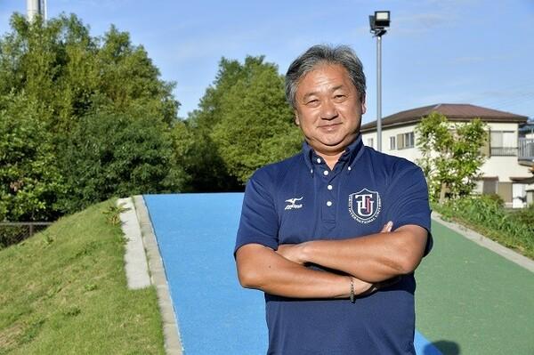 駅伝部が創部した2011年から指揮を執る大志田秀次監督。学生時代は名門・中央大で箱根路を駆け、4年時に8区で区間賞を受賞した
