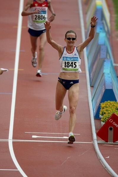 北京五輪で6位入賞を果たし、喜ぶマーラ・ヤマウチさん。自身が行っていた暑さ対策を明かしてくれた