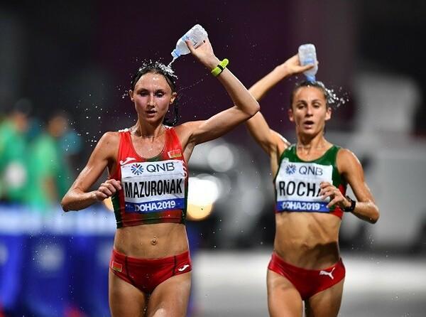 棄権者が続出した世界陸上のマラソン。厳しい環境の中で、選手はどのようにレースを進めればいいか