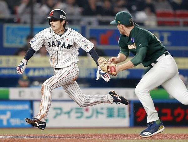 7回、源田のセーフティースクイズで周東がホームイン。機動力で同点に追いついた