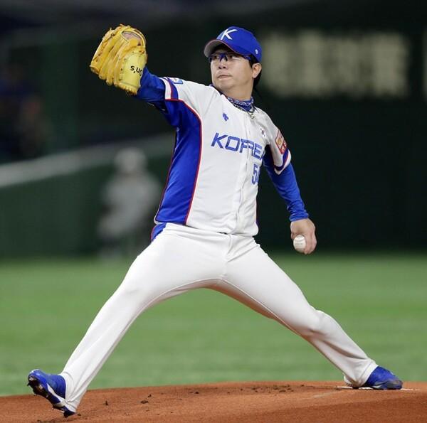 韓国の二大エースの一角、梁ヒョン種。メガネがトレードマークの左腕だ