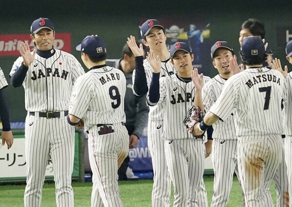 決勝は高橋礼(写真中央)もブルペン待機するという