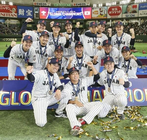 写真に収まる侍ジャパン投手陣。大会を通して安定した投球を披露した