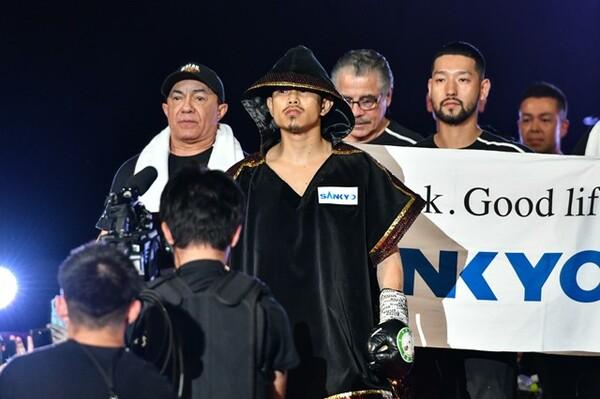 2019年6月19日に日本人男子初となる世界4階級制覇を達成。あれから半年、井岡一翔はどう進化しているのか