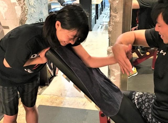 女子大生がパーソナルトレーナー初体験 #6 上腕二頭筋のトレーニングに挑戦