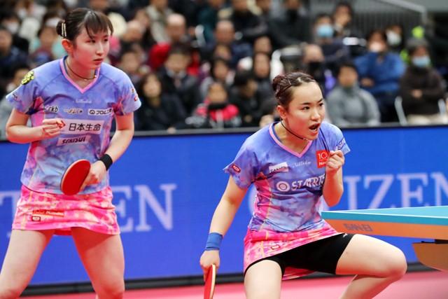 卓球の全日本選手権女子ダブルスは伊藤美誠(右)/早田ひな組が3連覇を達成