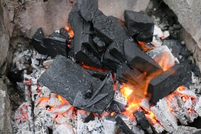 マングローブ・黒炭・白炭・オガ炭の燃焼時間など特徴まとめ