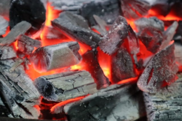 BBQで炭に火がつかない!正しいたきつけの選び方・使い方【リンク追記】