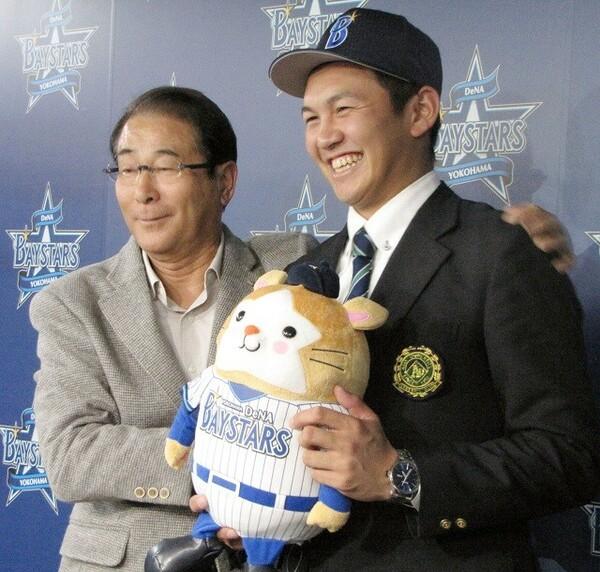 セ・パ両リーグで監督、GMを歴任した高田(写真左)。自身の経験からチーム作りにおけるセ・パの違いについても話してくれた