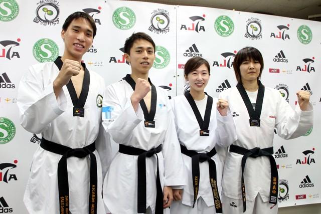 テコンドーの東京五輪代表に決まった4選手。(左から)鈴木リカルド、鈴木セルヒオ、山田美諭、濱田真由