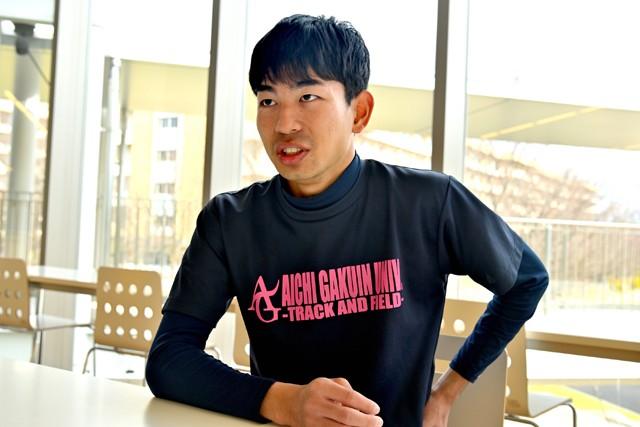 インタビューに答える石田。大学入学直後に骨肉腫が発覚した際は「絶望した」と振り返るが、身体機能の残存状態が良かったことが今の活躍ぶりにつながっている