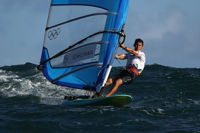 富澤が専門とするRS:X級は唯一のウィンドサーフィンの種目。ボードに帆を立てて縦横無尽に海上を駆け巡る