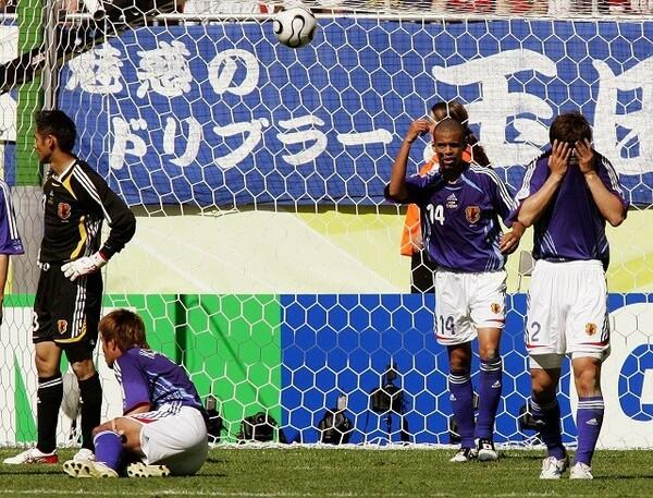 2006年ドイツW杯でオーストラリアに逆転負けを喫した日本代表。「大丈夫だろう」との気持ちが勝負を分けたと岡田氏は指摘する
