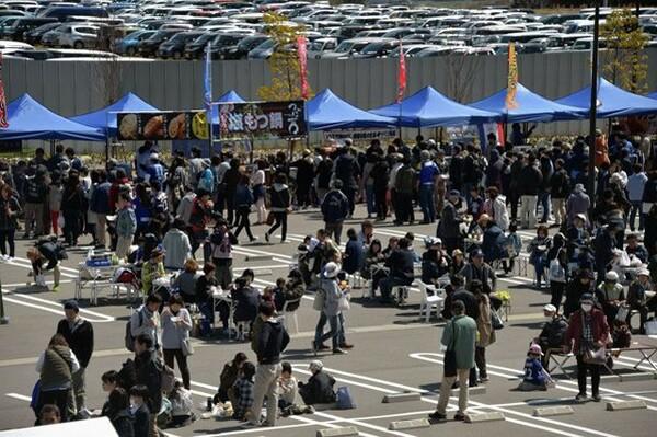 シーズン中のフットボールパークの様子。えひめサッカーフェスティバルでも多くのサポーターが集まった