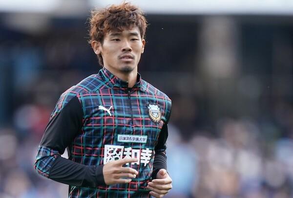 4-3-3が導入された今季、守田が狙うのはアンカーのポジションだ。田中碧と定位置を争うことになる
