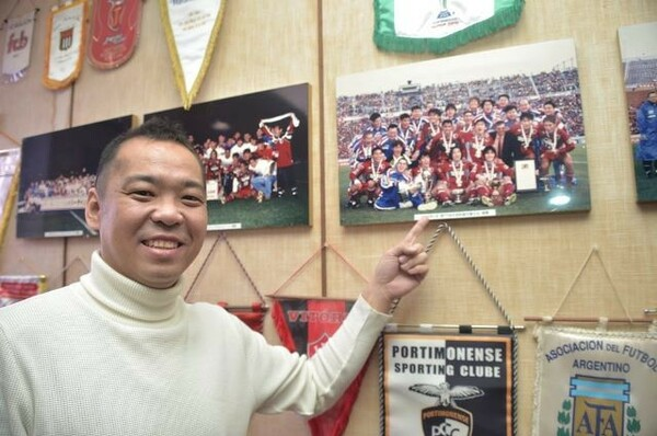 小泉社長が鹿島と出会ったのは中学1年の時。96年のリーグ制覇もよく覚えているという
