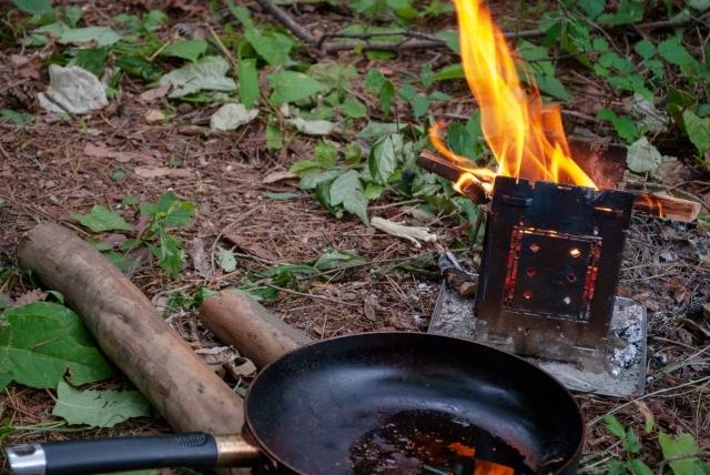 初心者向け!フェザースティックの作り方・おすすめナイフ&木材を紹介