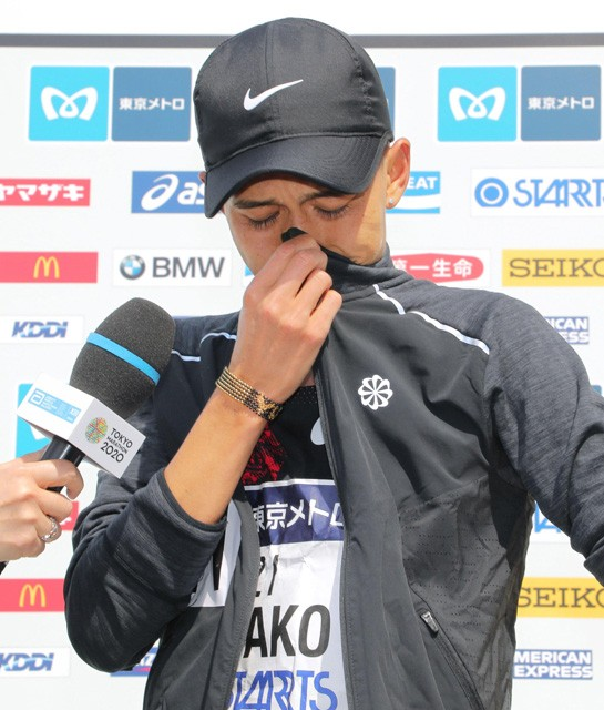東京マラソンのレース後、インタビューで感極まり涙を流した大迫。さまざまな思いを背負って走る大迫が垣間見えた