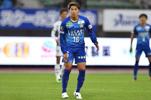 渡井はプロ3年目にして、小・中・高と背負ってきたナンバー10を託された。この進境著しいMFにかけるクラブの期待は大きい