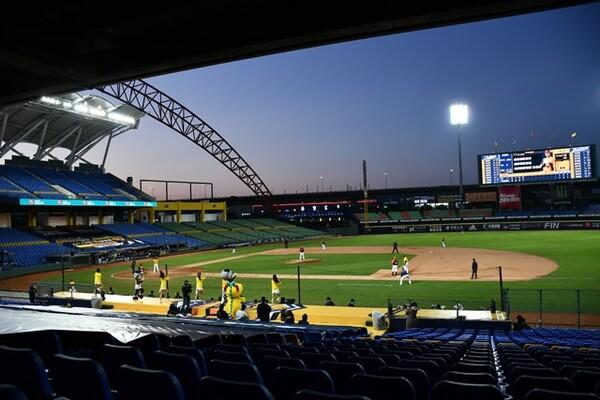 4月12日に開幕した台湾プロ野球。新型コロナウイルス感染の影響で、スタンドには観客を入れず試合を開催