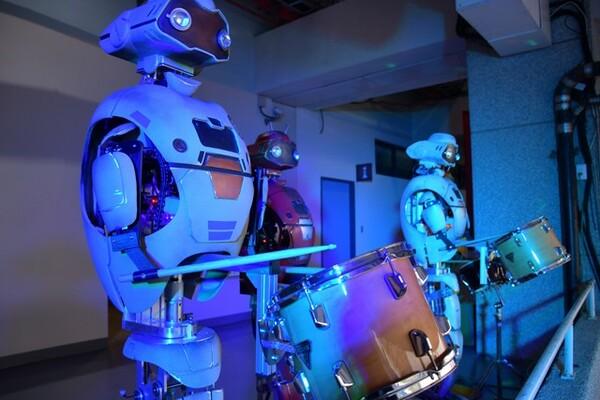 応援歌を奏でるロボット応援団も来たる開幕のためにスタンバイ