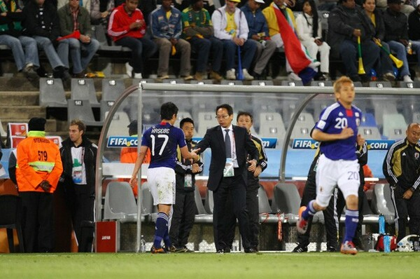 日本代表キャプテンを務めた2010年W杯では、初戦から2試合連続の途中交代となった