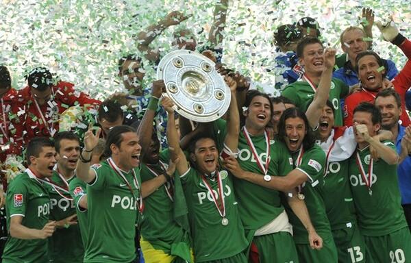 2009年5月23日、ヴォルフスブルクはリーグ初優勝を収めた。長谷部も重要な一戦でピッチに立っていた