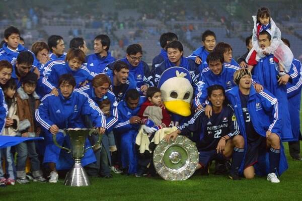 03年、横浜FMは両ステージを制覇し完全優勝を成し遂げた