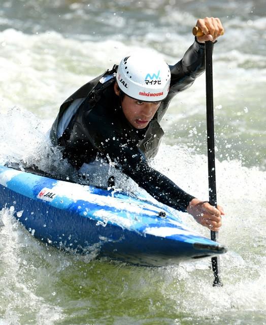 東京五輪に向けて練習するカヌーの羽根田卓也選手