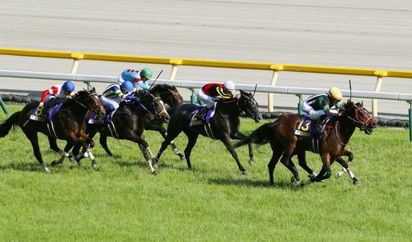 オークス(GI)につながるフローラステークス(GII)には、スカイグルーヴなど、レースぶりをチェックしておきたい馬が多数出馬する(写真は2019年のオークス)