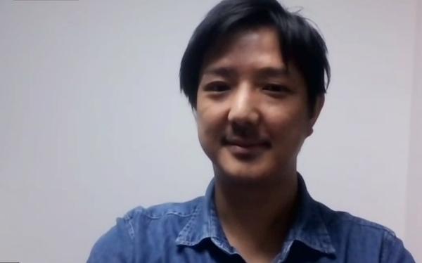 インタビューに答える日本サッカー協会(JFA)の小暮氏。今回の取材もZoomを使って行われた