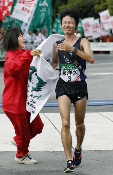 2011年の全日本大学駅伝、泣きながらゴールした柏原