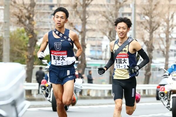 2020年箱根駅伝では2区で区間新記録を樹立しMVPを獲得した相澤(左)。今後は世界を目指して、10000m・マラソンに挑んでいく